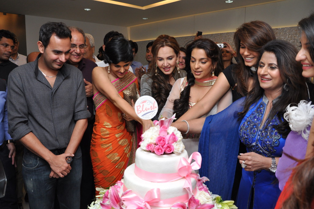 L-R Mandira Bedi, Dr Jamuna Pai , Juhi Chawla Mehta , Diana Hayden and Madhu Arora celebrate the launch of Blush Clinic