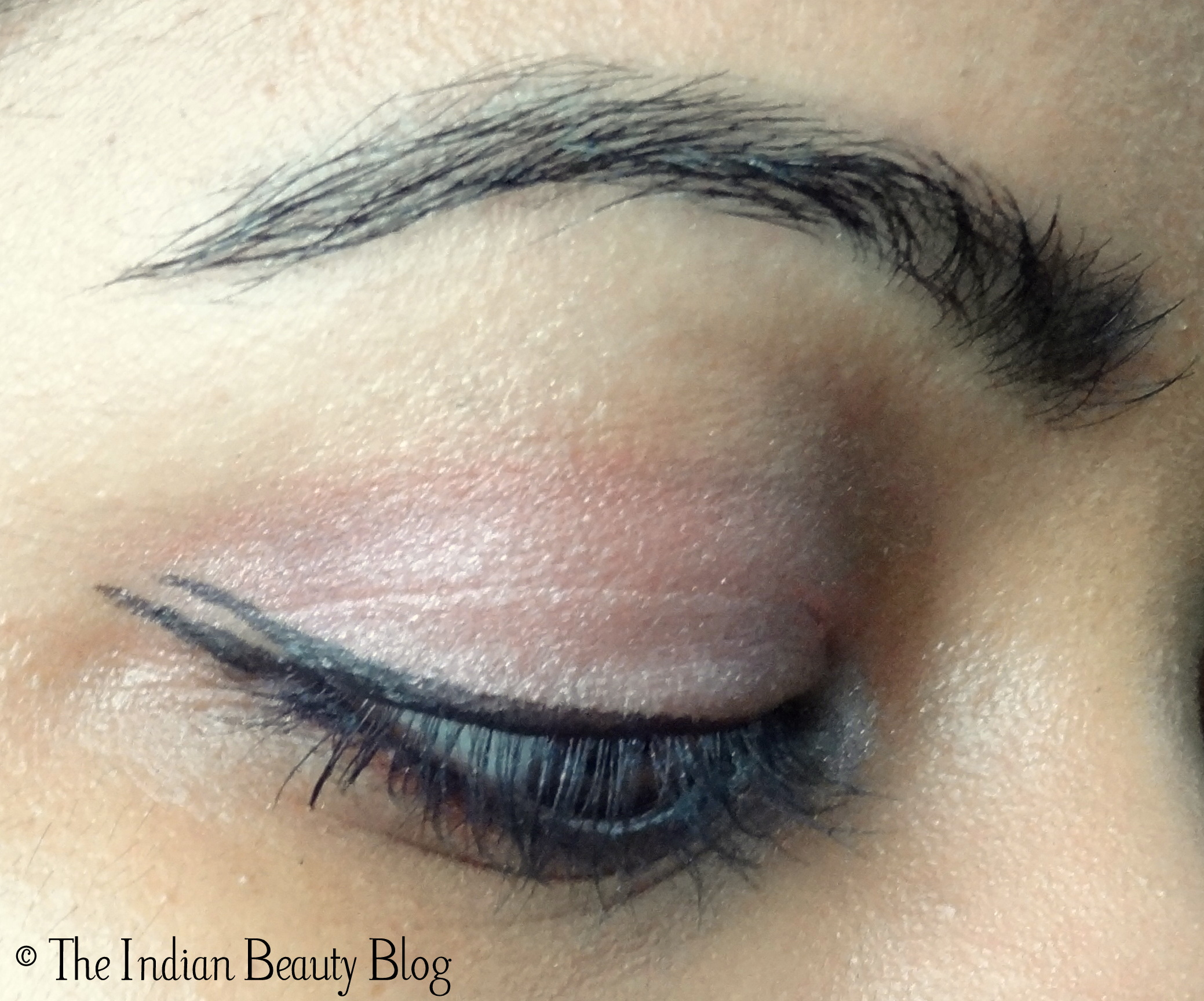 how to make a wing with liquid eyeliner