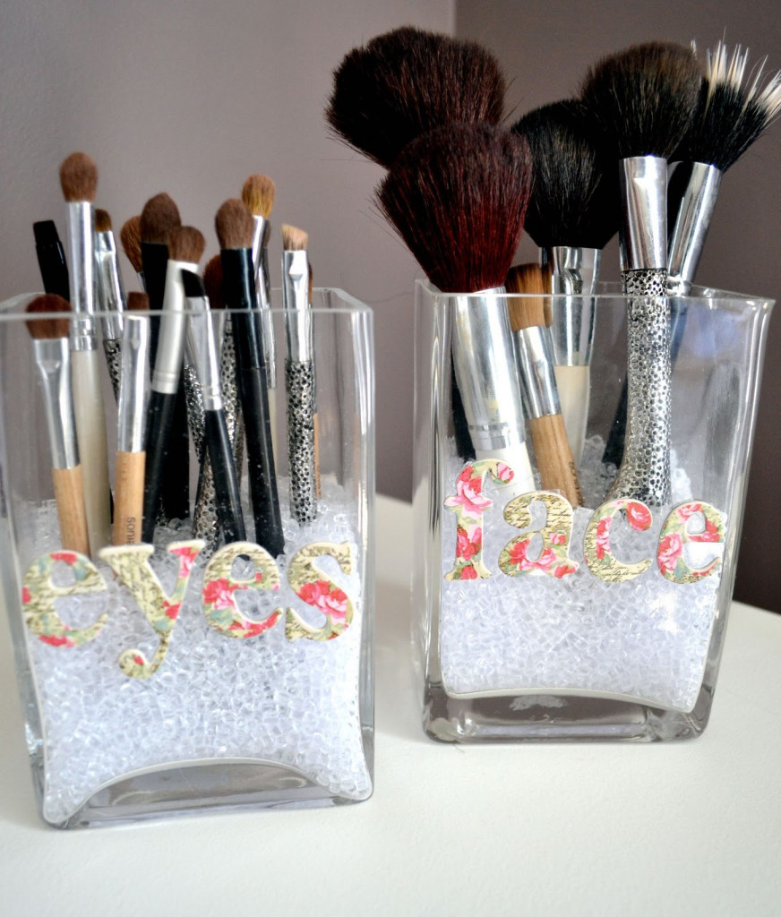 brush storage makeup