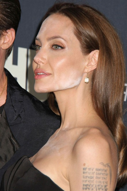 angelina-jolie-makeup-mistake-