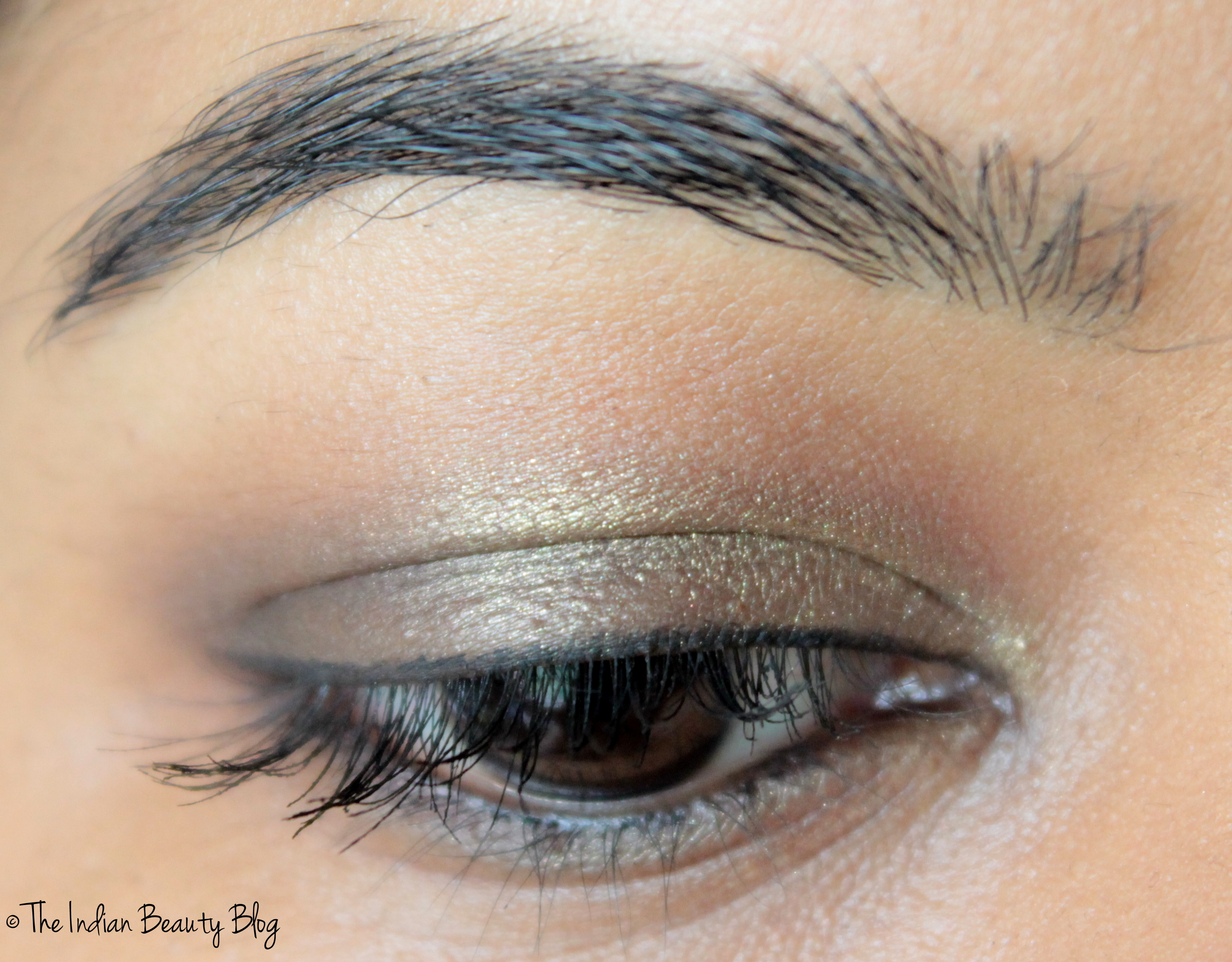 Golden Brown Smokey Eyes With Red Lips