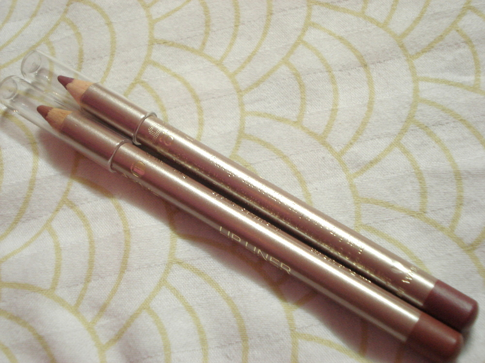 Lakme-9-to-5-lip-liner